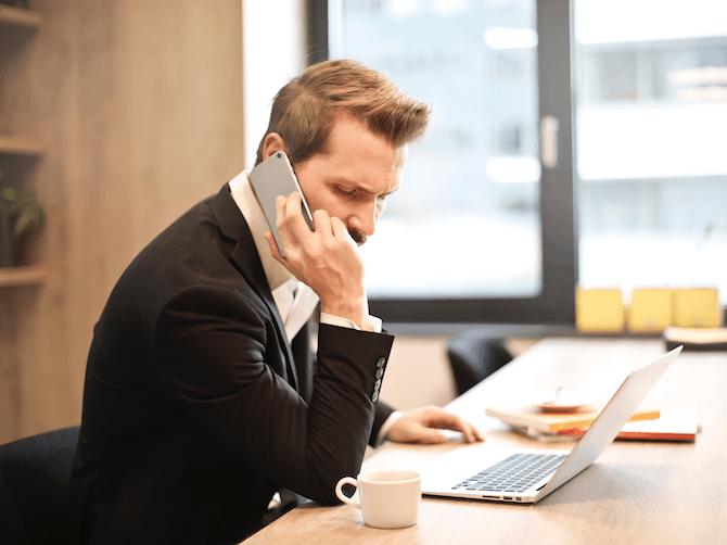 komunikacja biznesowa przez telefon i komunikator
