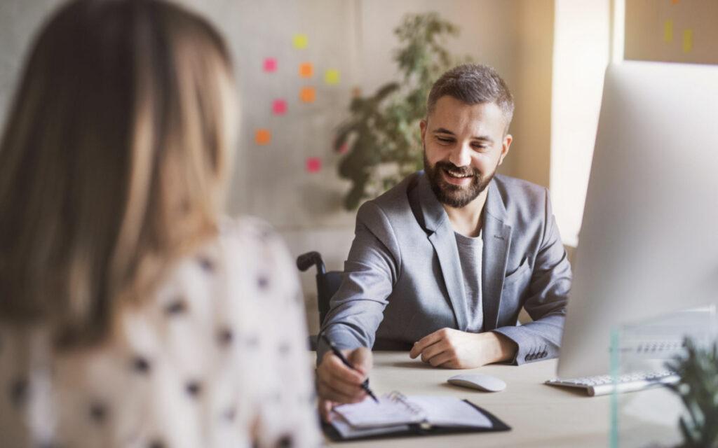 spotkanie biznesowe, mężczyzna i kobieta
