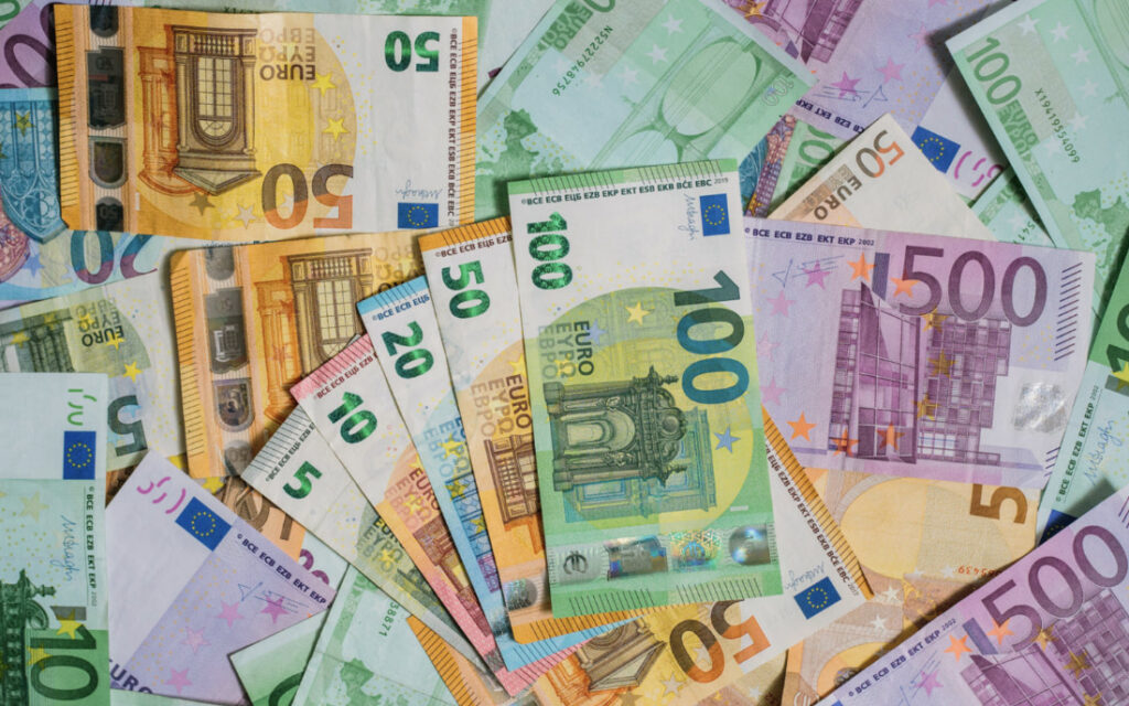 dużo euro banknotów